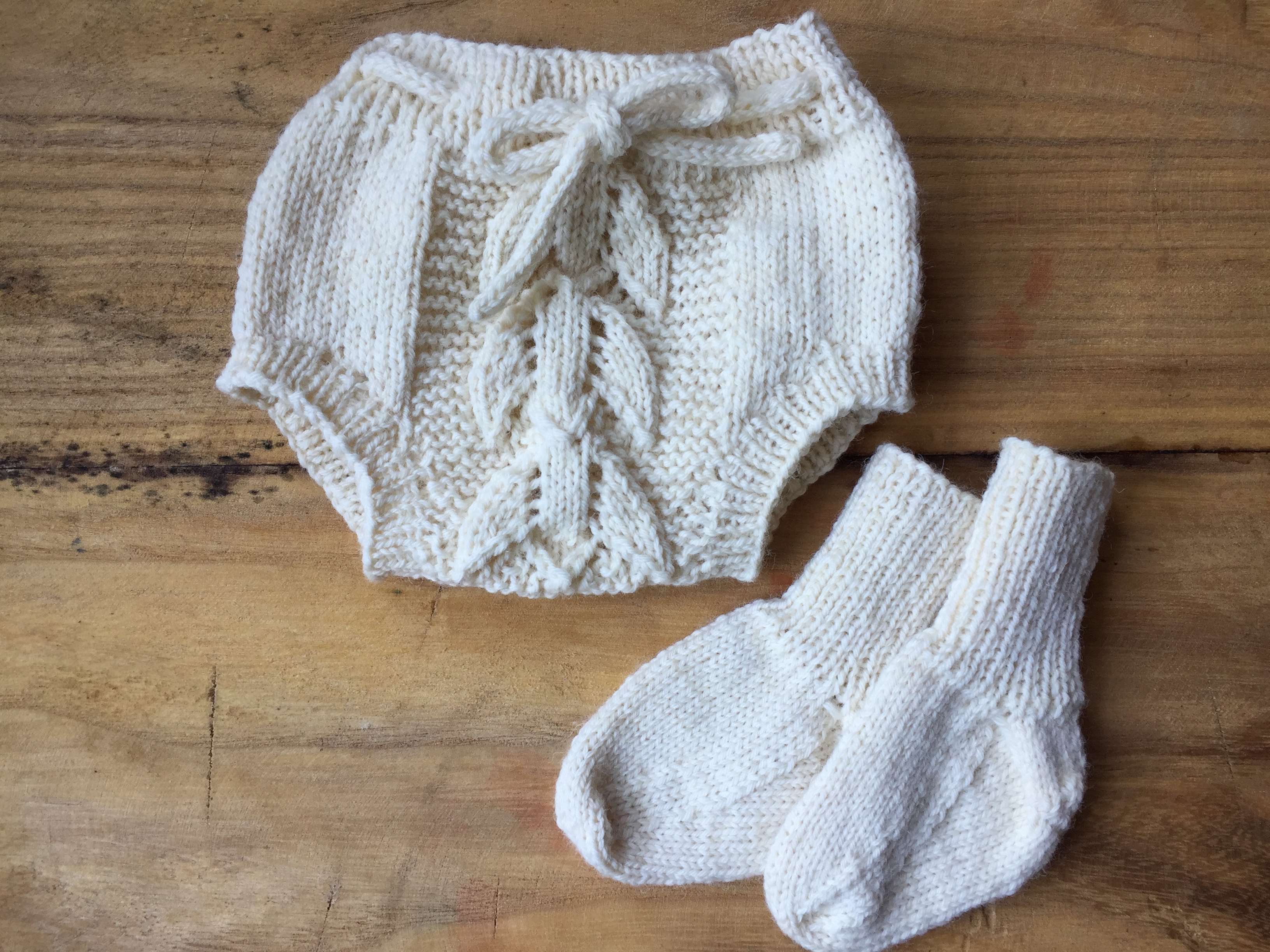 Heirloom hand knit tulip baby bloomers and matching baby socks